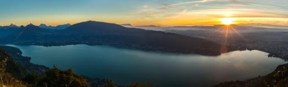Lac d'Annecy au coucher du soleil